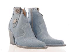 Boot van Maury in zwart glad leder met een ultra-light geprofileerde zool en twee elastieken.